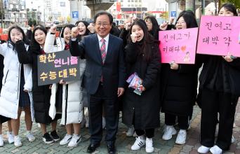 김석준 부산교육감 14일 대학수학능력 시험 수험생 격려